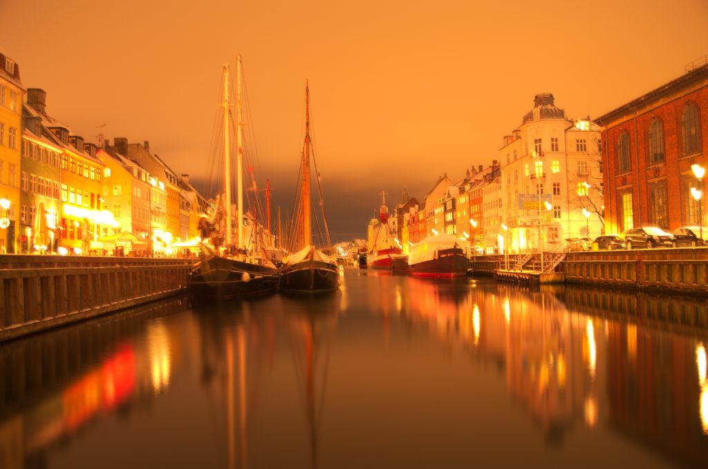 Das winterliche Kopenhagen bei Nacht